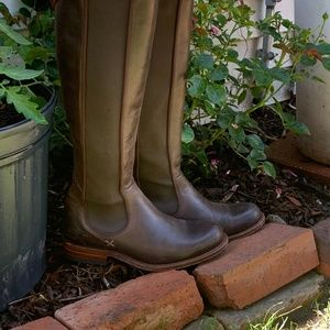 Frye Riding Chelsea boot- size 5